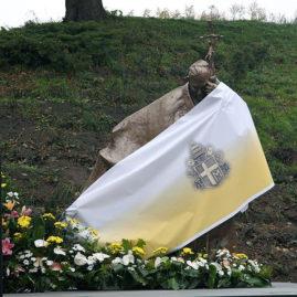 Poświęcenie pomnika JPII