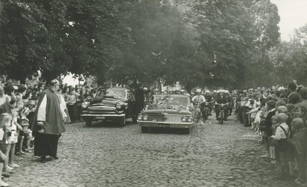 Fara Ciechanów, Prymas Polski wparafii farnej wCiechanowie, 19 sierpnia1967 r. Przyjazd.