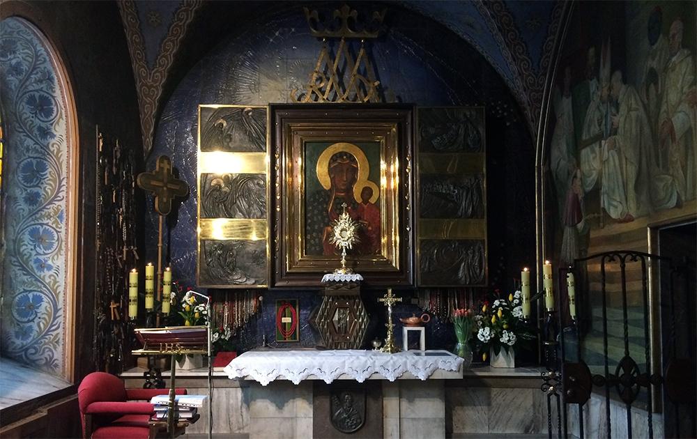 Fara Ciechanów, Adoracja Najświętszego Sakramentu w kaplicy Matki Bożej Częstochowskiej